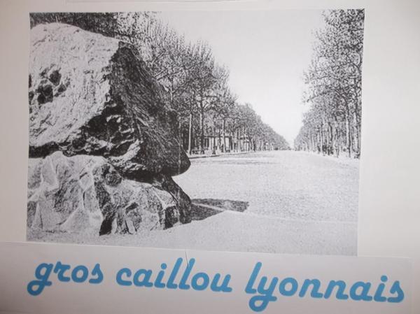 Demain tu pars en France: gros  caillou lyonnais