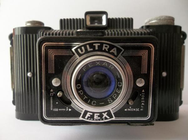 Appareil photo d'autrefois acheté à Béni-Saf (1950).