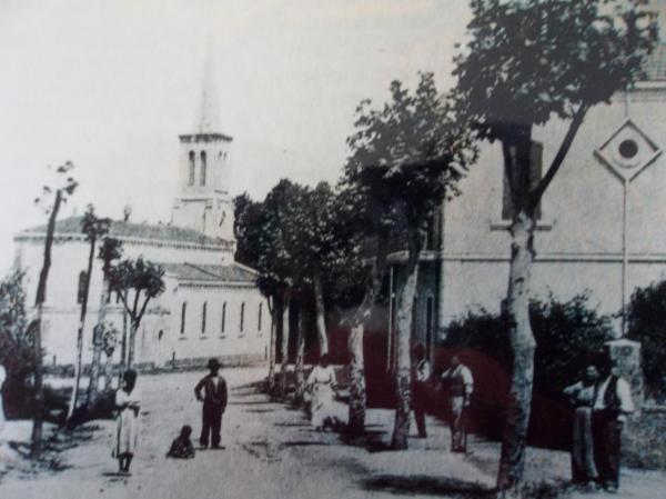 Béni-Saf (avant l'indépendance). Au fond l'église Sainte-Barbe