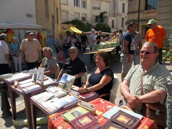 LES  AUTEURS  AU SOLEIL  PLACE DE L'HOTEL DE VILLE (FRONTIGNAN)