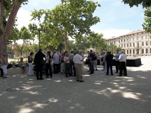 Nîmes 2012: moment de convivialité après la commémoration