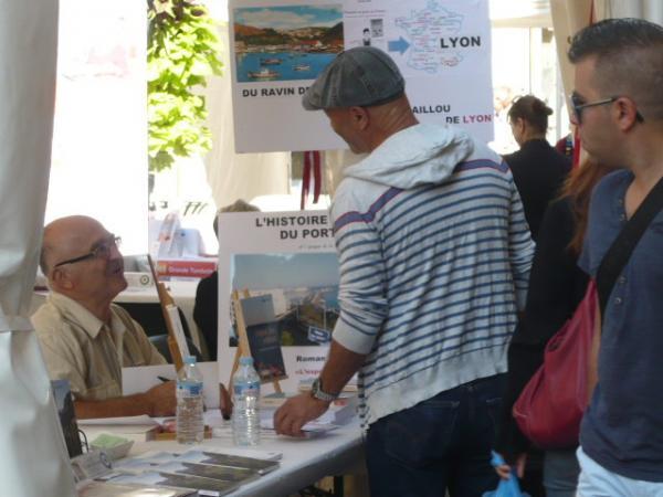 """Stand des """" Automn'Halles"""" de Sète. Festival des livres."""